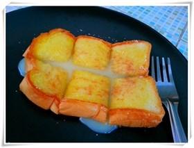 ขนมปังปิ้งเนยนม