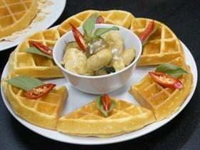 วาฟเฟิลแกงเขียวหวานไก่ by แม่พลอย