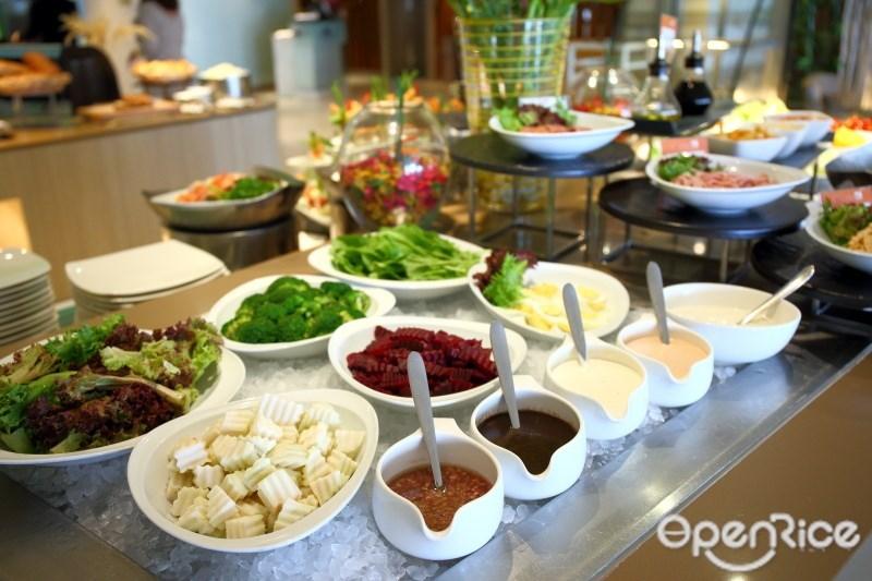 บุฟเฟ่ต์โรงแรมสุดคุ้ม Bangkok Bargain Lunch ห้องอาหาร The SQUARE โรงแรมโนโวเทล กรุงเทพ ฟีนิกซ์ สีลม