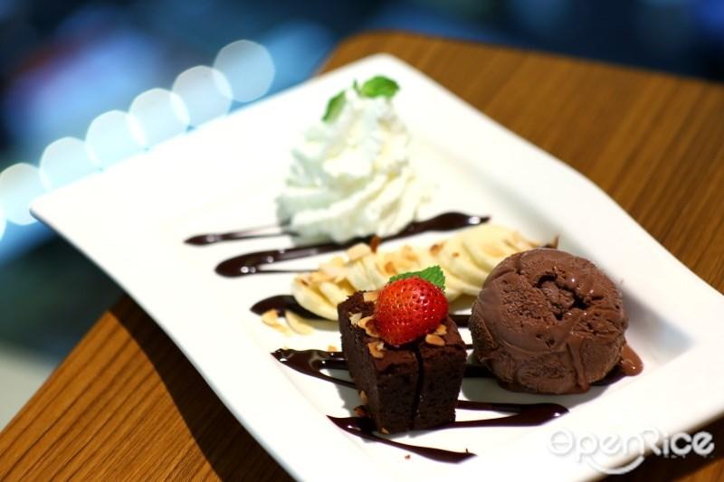 ไอศกรีมผัดสุดพรีเมียมหลากเมนู ณ Cream & Fudge Gold ร้านไอศกรีม สยามพารากอน