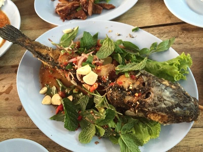 รวมร้านปลาเผาเจ้าเด็ด น้ำจิ้มแซ่บ เอาใจคนรักสุขภาพ ร้าน ส้มตำและปลาเผา แซ่บวัน รัชดา (Zaap One)
