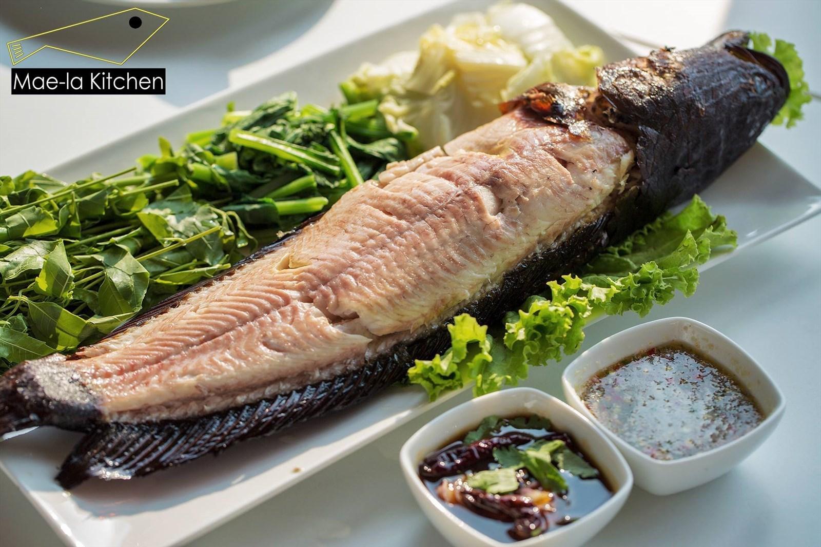 รวมร้านปลาเผาเจ้าเด็ด น้ำจิ้มแซ่บ เอาใจคนรักสุขภาพ ร้าน ปลาเผา แม่ลาคิทเช่น (Mae-La Kitchen)