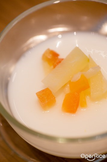เต้าฮวยฟรุตสลัด ของหวานในชุด Maisen Katsu Cheese Fondue เมนูใหม่ของร้าน ไมเซน (Maisen) ร้านทงคัตสึชื่อดังจากญี่ปุ่น