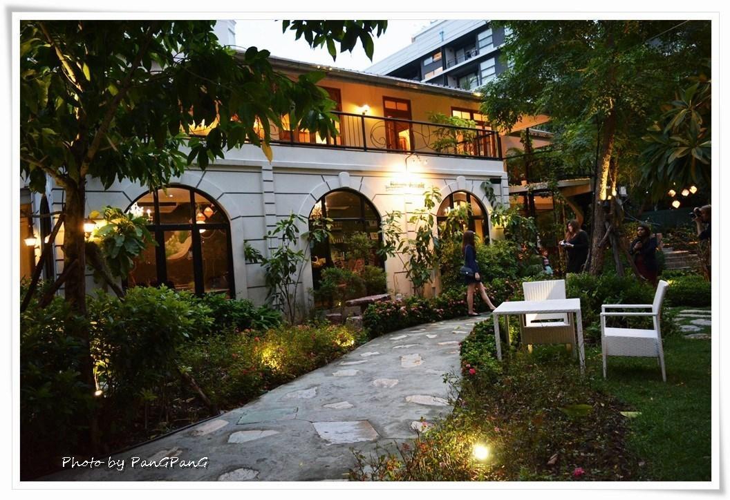 แต่งงานในสวน ร้าน The Gardens of Dinsor Palace ร้านอาหารในสวน ย่านสุขุมวิท