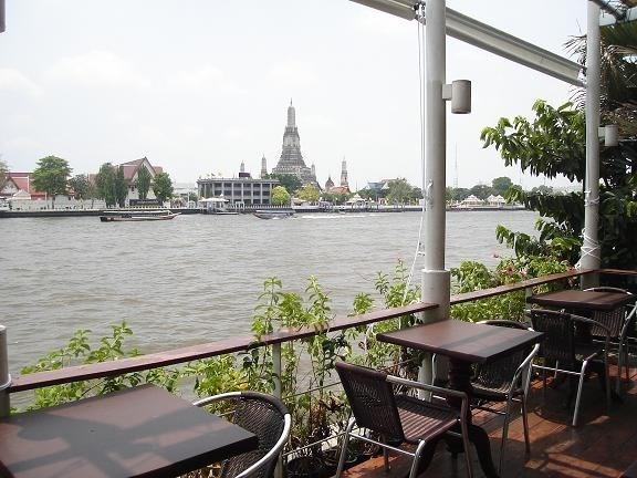 รวมร้านอาหารบรรยากาศดีหนีร้อน อร่อยห้อยขาที่ร้านริมน้ำ ร้าน Vivi The Coffee Place ร้านกาแฟริมน้ำ ท่าเตียน