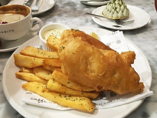 ฟิชแอนด์ชิปส์ ปลาชุบแป้งทอด มันฝรั่งทอด อาหารอังกฤษ