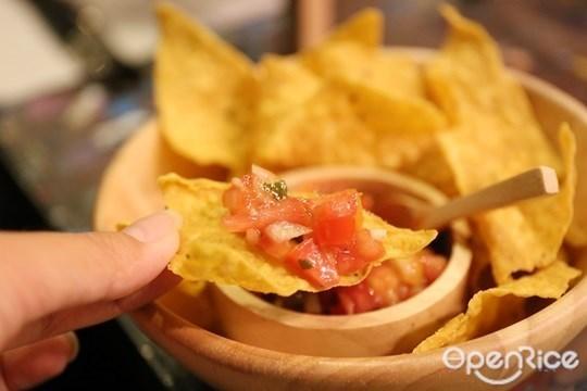 คอร์นชิปส์ ซัลซ่า Corn chips & Salsa อาหารเม็กซิกัน