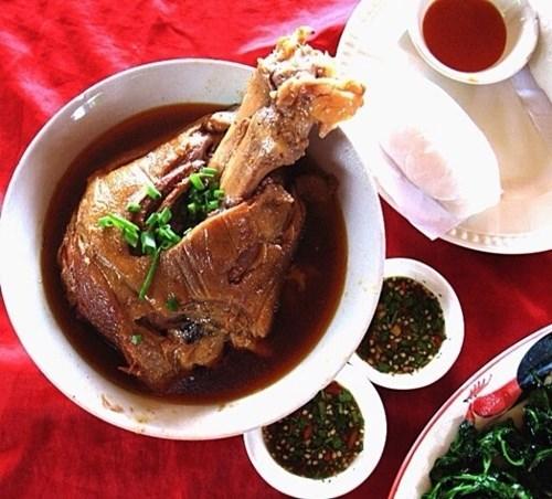 ขาหมู หมั่นโถว อาหารจีน