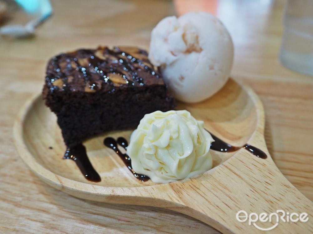 Brownie with icecream 110.-